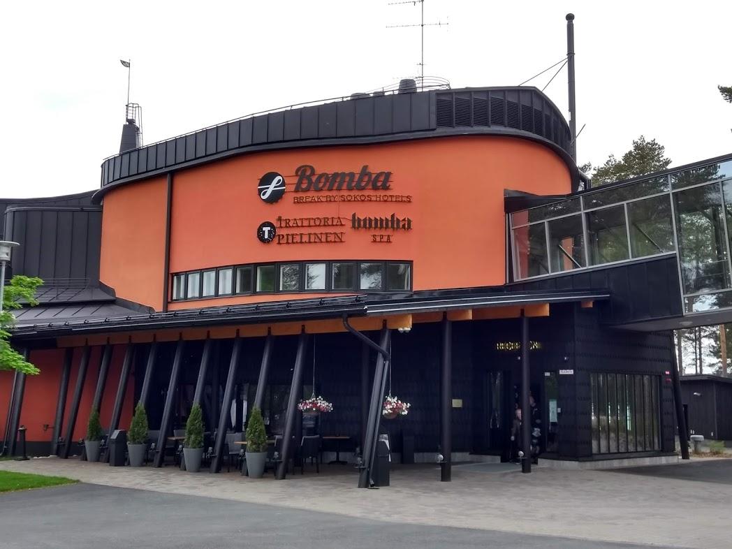 Break Sokos Hotel Bomba in Nurmes und Eingang zum Bomba Spa