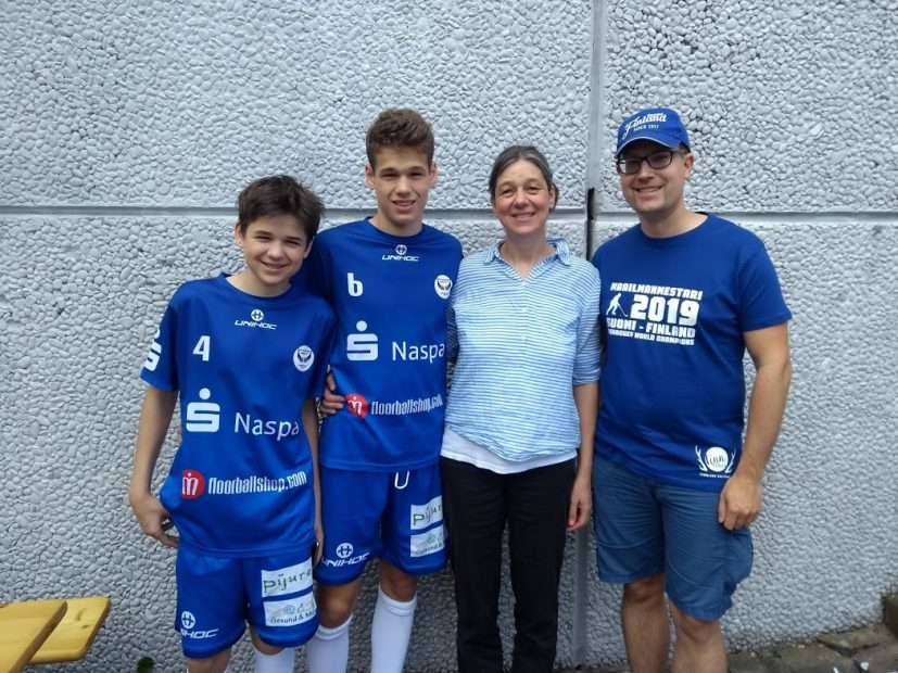 FinnTouch-René mit sportbegeisterter Familie aus Taunusstein, die Floorball in Deutschland lebt