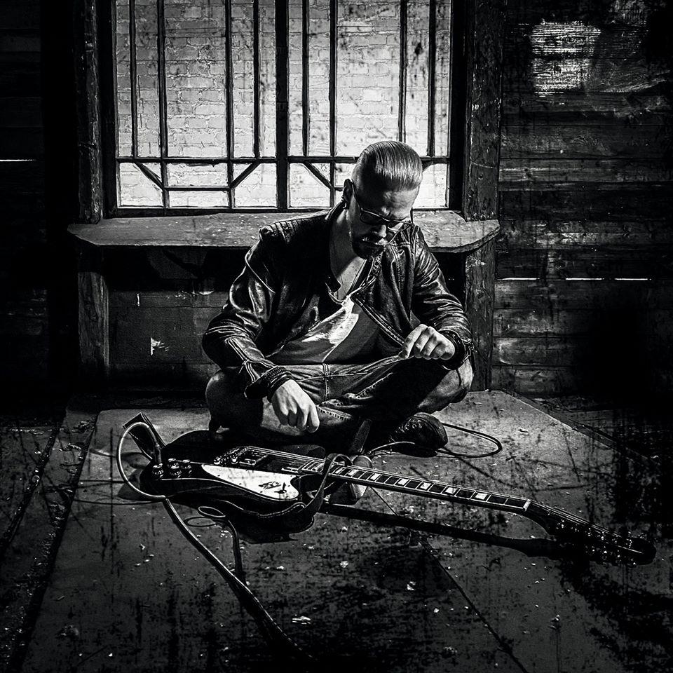Tuomo Puntila mit seiner Gitarre