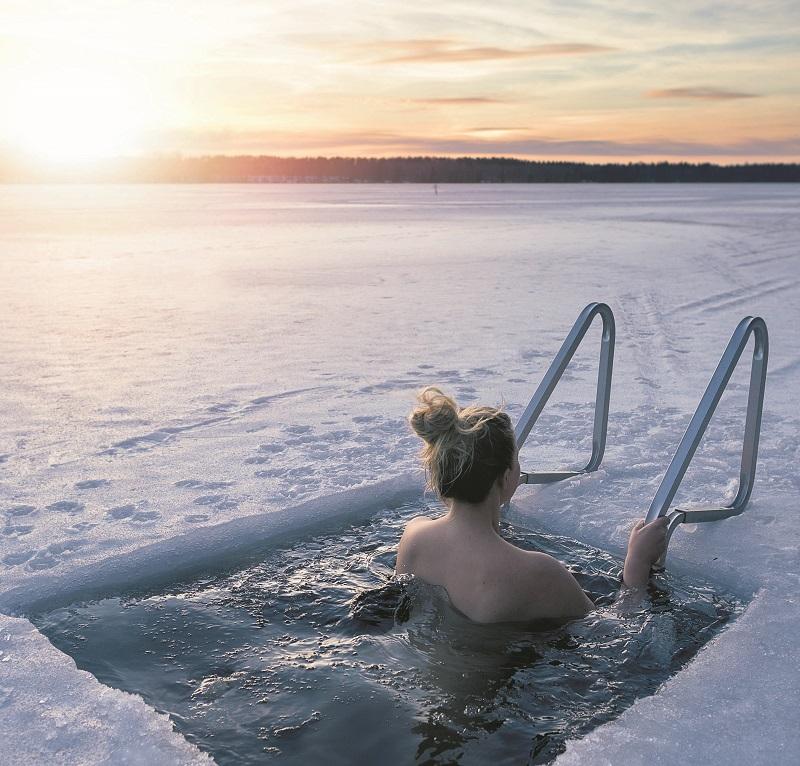 Eislochschwimmen in Finnland