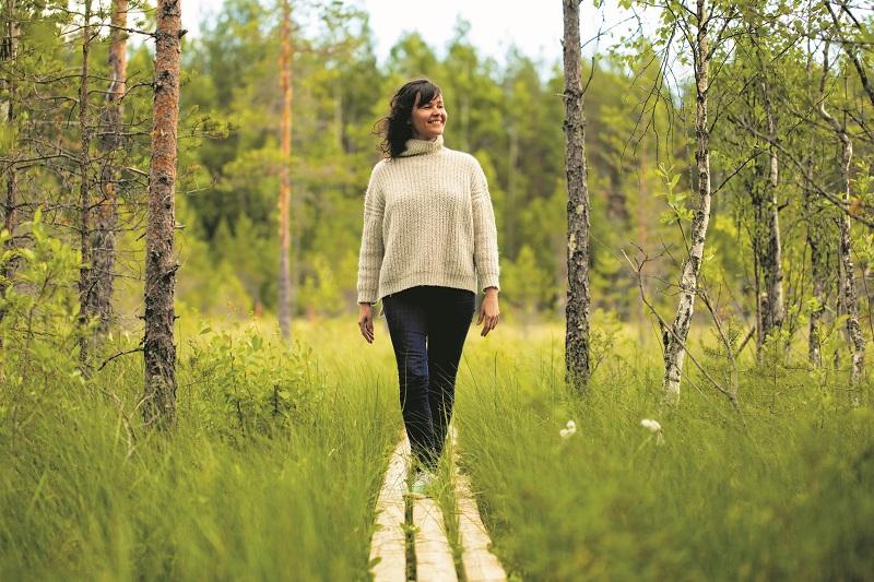 Spaziergang durch den finnischen Wald