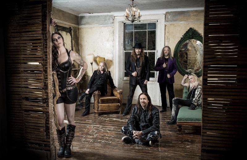 Floor Jansen und ihre Jungs von Nightwish