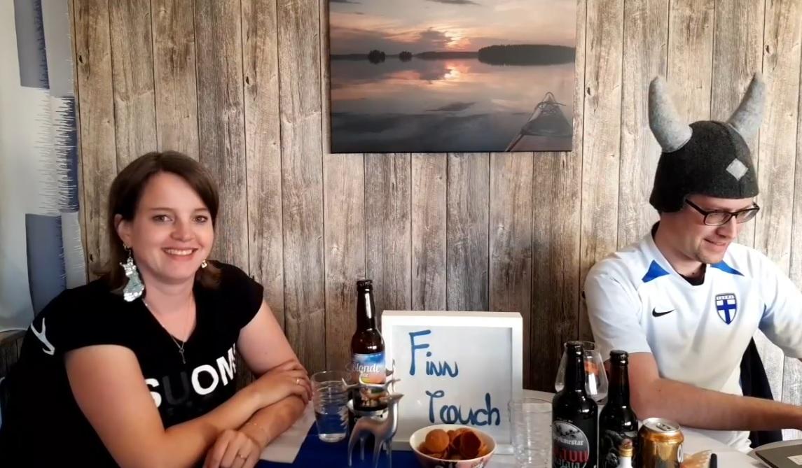 Tanja und René bei Kalsarikännit - Mökki Edition