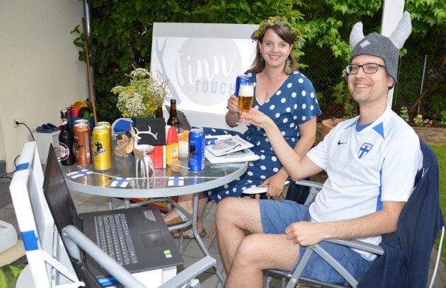Tanja und René beim Kalsarikännit Livestream an Mittsommer