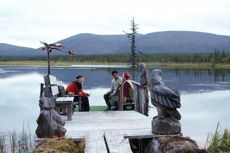 Cheng und Finnen vor der Kulisse Lapplands