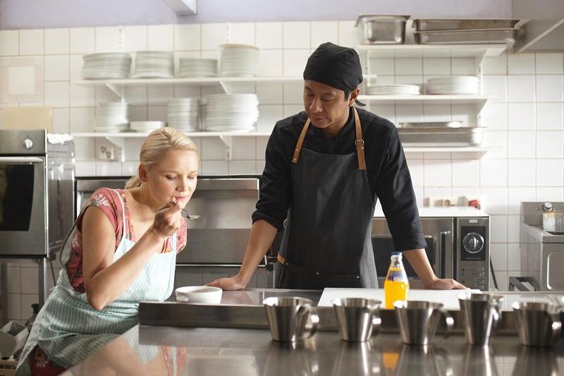 Sirkka und Cheng in der Küche