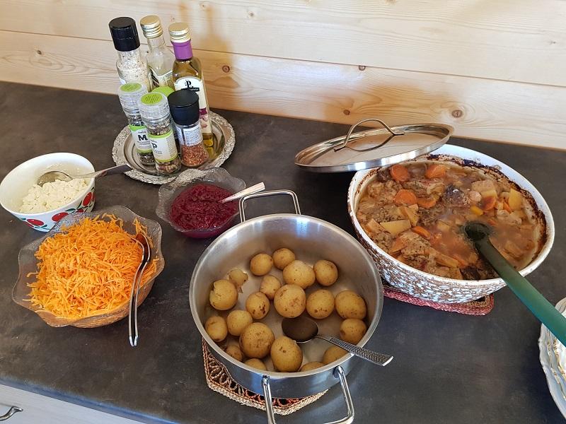 Karjalanpaisti und Kartoffeln