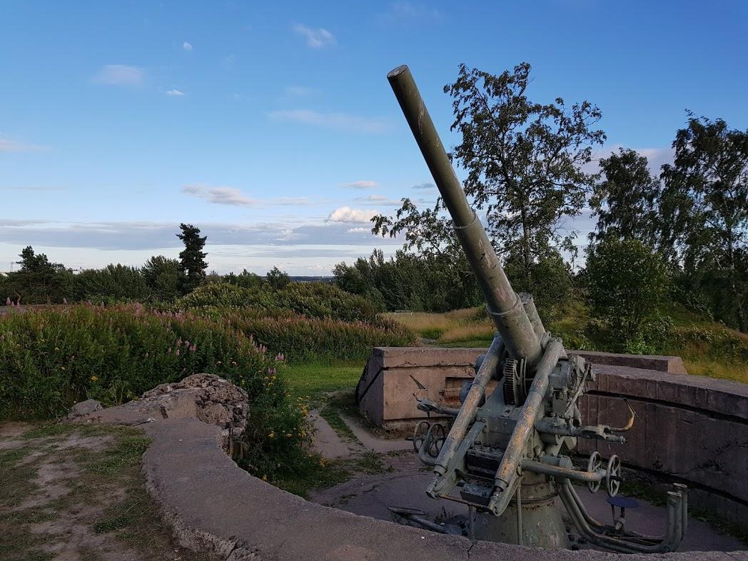 Flugabwehrgeschütze auf dem Hügel Taivaskallio