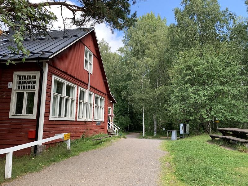 Café Maunulan Ulkoilumaja im Keskuspuisto Helsinki