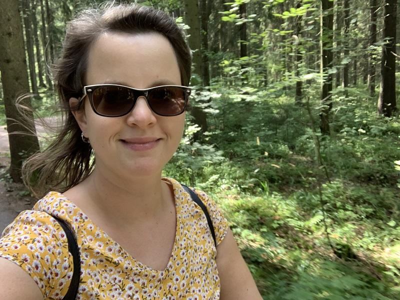 Tanja auf Fahrradtour durch Helsinki im Keskuspuisto