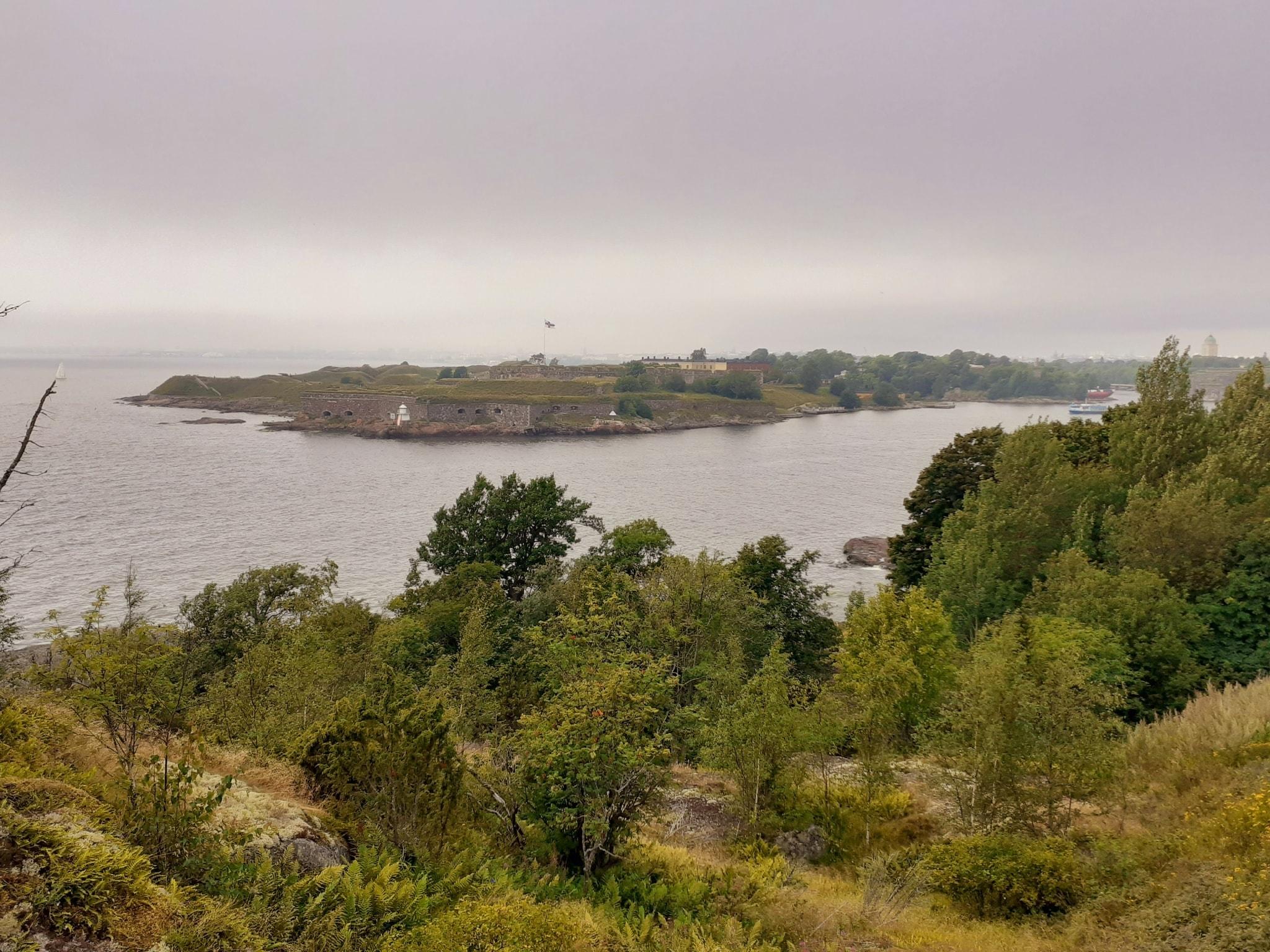 Ausblick von Vallisaari Richtung Suomenlinna