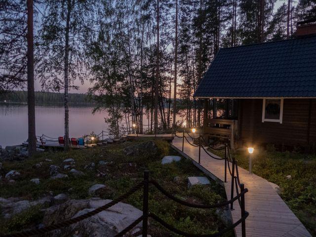 Mökki am Saimaasee an einem Sommerabend