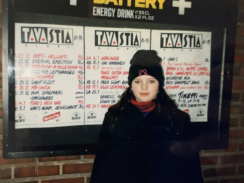 Tanja vor dem Tavastia Club in Helsinki