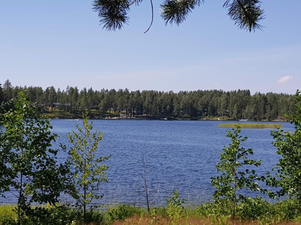 Finnischer See im Sommer