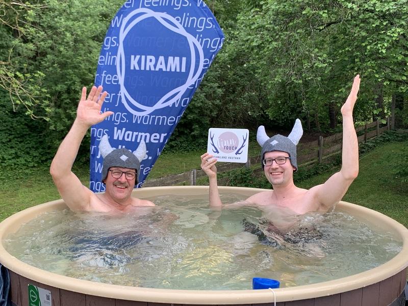 Günther Heizmann (Holz im Garten) und René im Kirami-Badefass