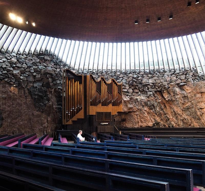 Innenraum der Temppeliaukion kirkko