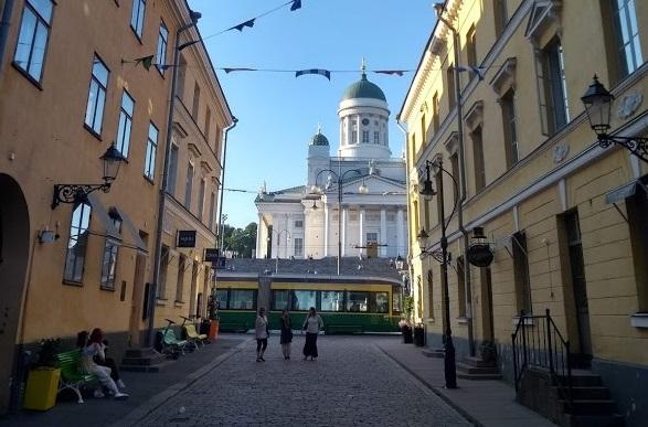 Dom von Helsinki von der Sofiankatu aus betrachtet