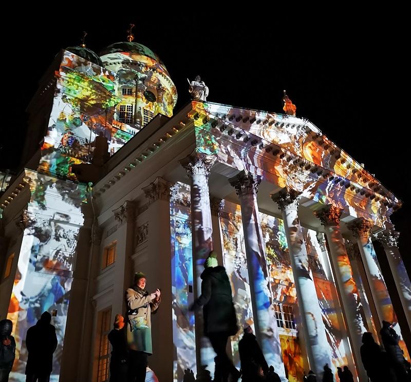 Dom von Helsinki beim Lichterfest Lux