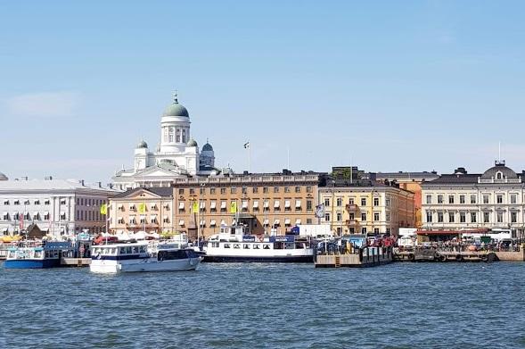 Dom von Helsinki vom Wasser aus
