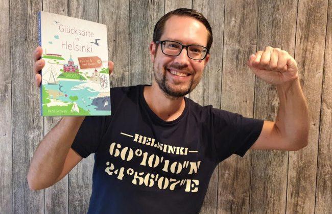 René Schwarz mit seinem Buch Glücksorte in Helsinki