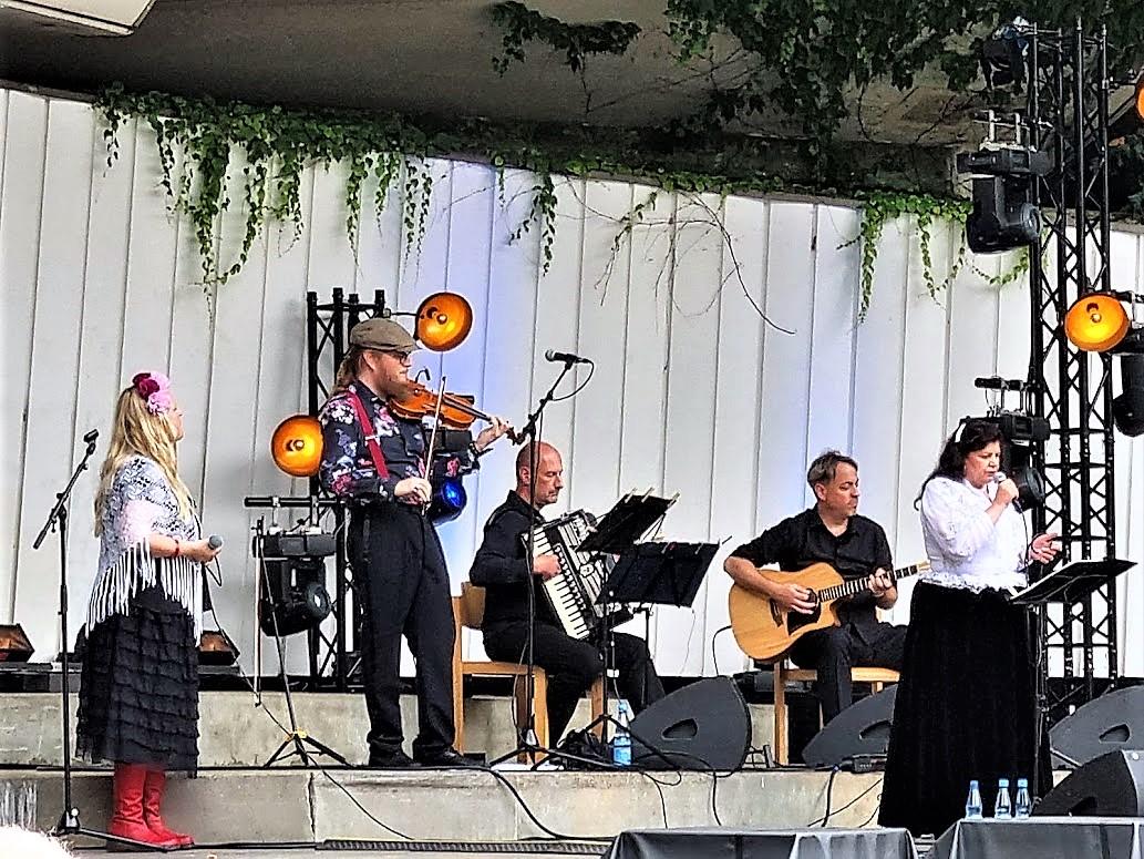 UUSIKUU und Hilja Grönfors live in Hamburg