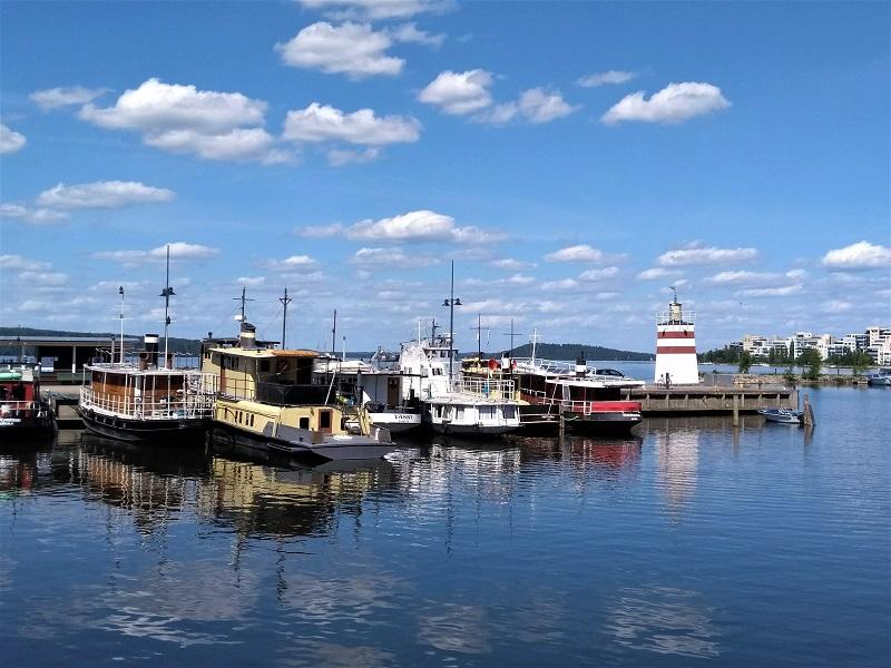 Boote am Hafen von Lahti