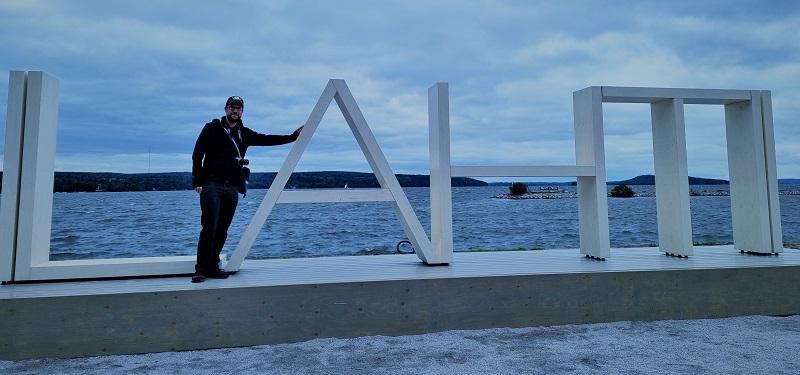 Lahti-Schriftzug an der Uferpromenade