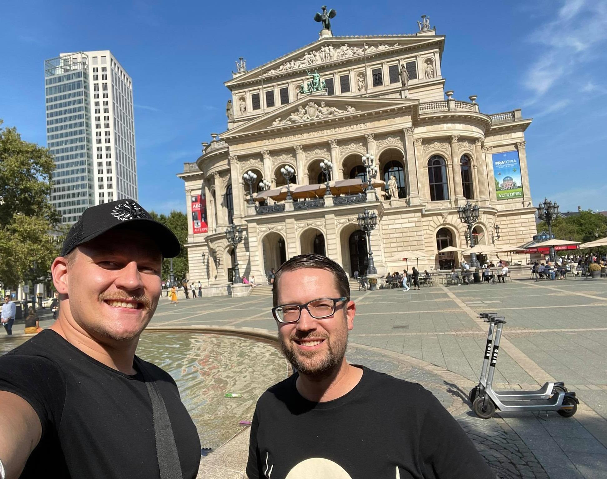 Ville Valasti (Frankfurt Galaxy) vor der Alten Oper Frankfurt